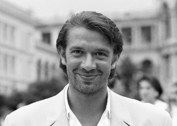 Как выглядели российские знаменитости в лихие 90-е. Интересные фотографии