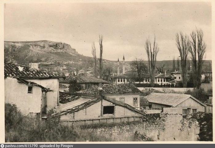 Улица в Бахчисарае. 1927 2 (700x483, 317Kb)