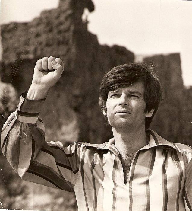 Дин Рид: певец, который выстирал американский флаг