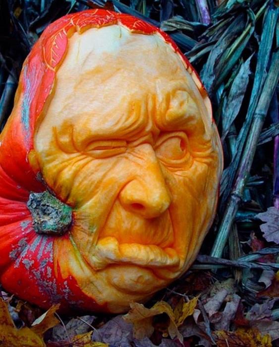 Рэй Виллафан  и скульптуры из тыквы
