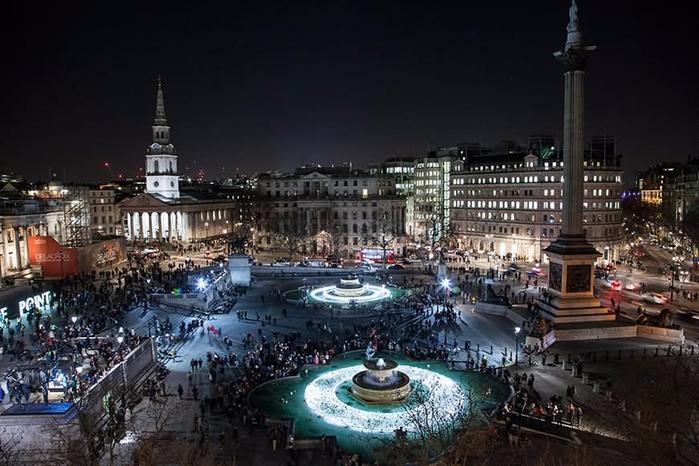 Aerial-Night-View-Of-The-Trafalgar-Square (700x466, 313Kb)
