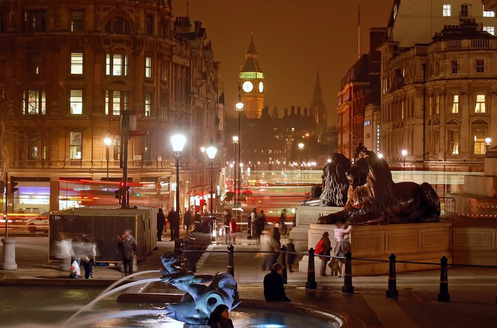Incredible-Night-View-Of-Trafalgar-Square (700x462, 348Kb)