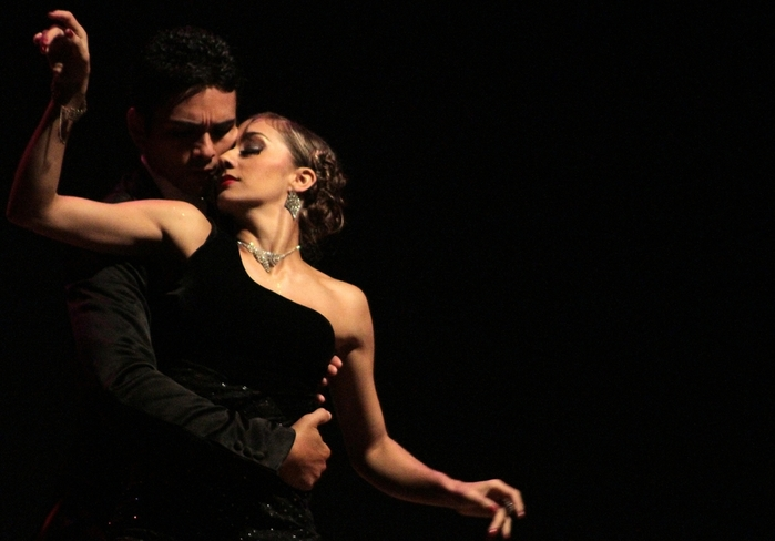 Танго (Tango)