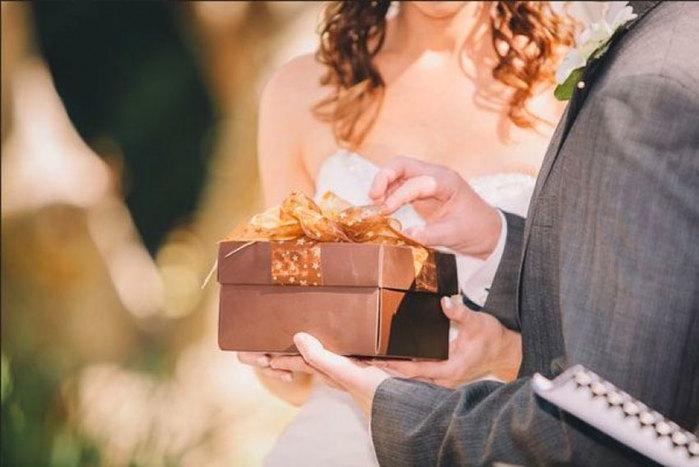 Оригинальный подарок молодоженам на свадьбу