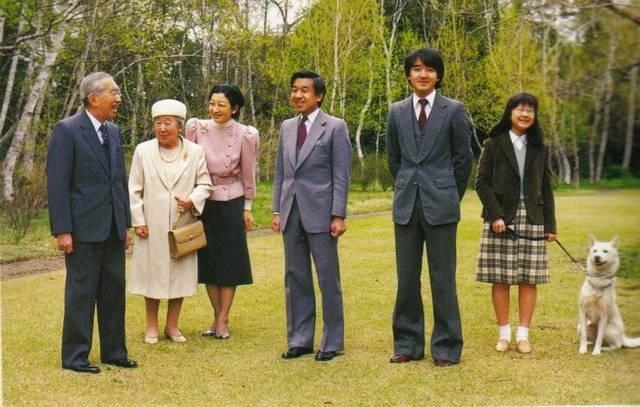 Традиции японской монархии, непонятные европейцу