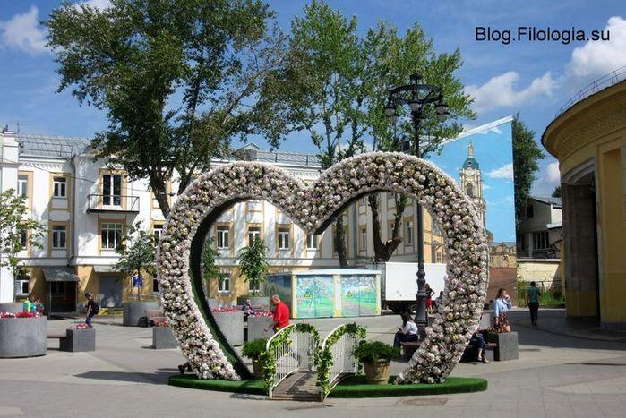 Июль 2017. У станции метро Новокузнецкая в Москве