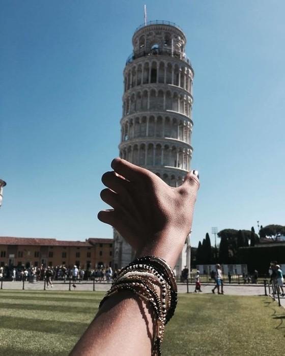 Небанальные кадры на фоне Пизанской башни