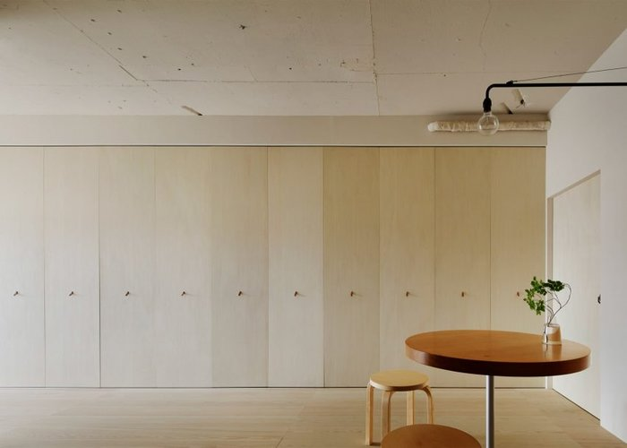 3726595_apartmentinkitasandominorpoetinteriortokyojapan_dezeen_1704_slideshow_0852x609_1 (700x500, 29Kb)