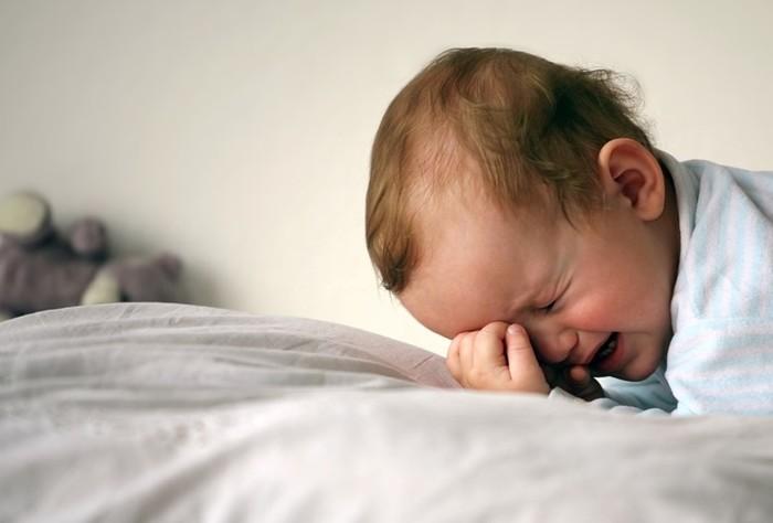Почему ребёнок плачет во сне? Все основные причины