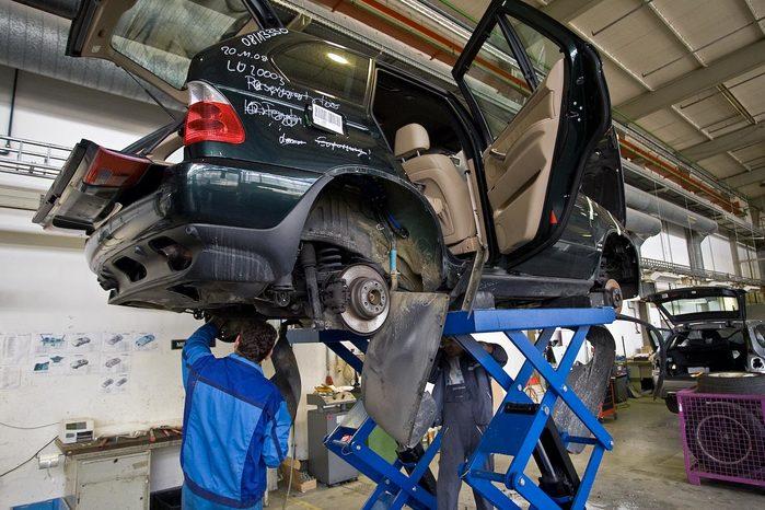 Утилизация автомобилей BMW на видео
