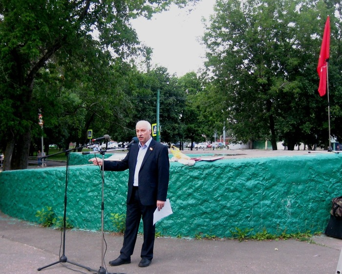 Депутат Мосгордумы (700x560, 177Kb)