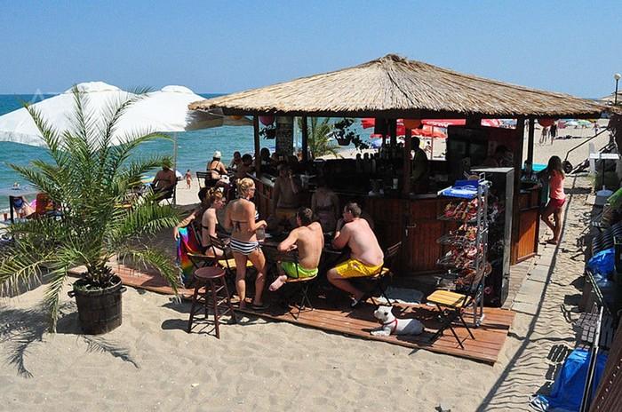 Выпивка на пляже