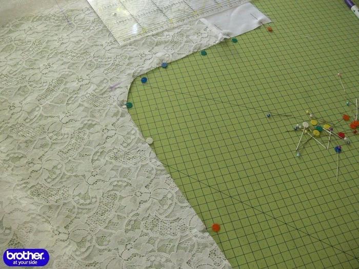 сшить кружевной халатик7 (700x525, 436Kb)