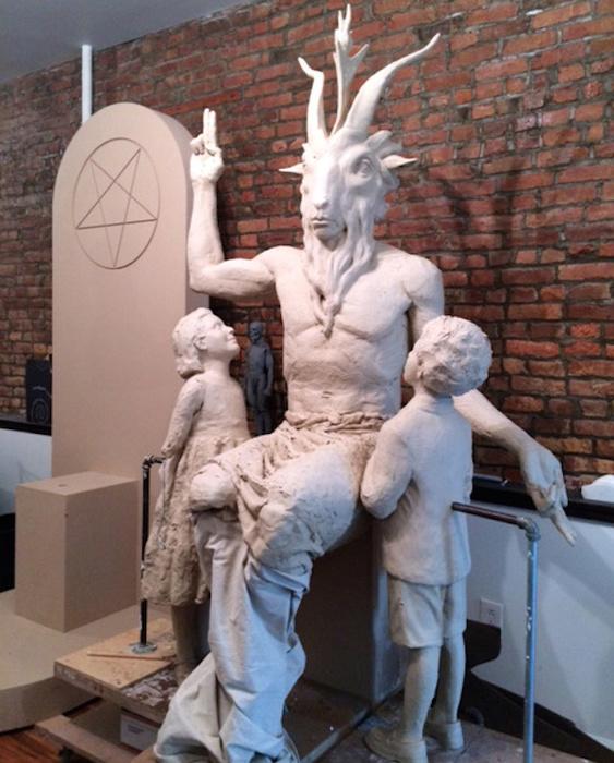 памятник сатане_Детройт(Оклахома) (1) (563x700, 170Kb)