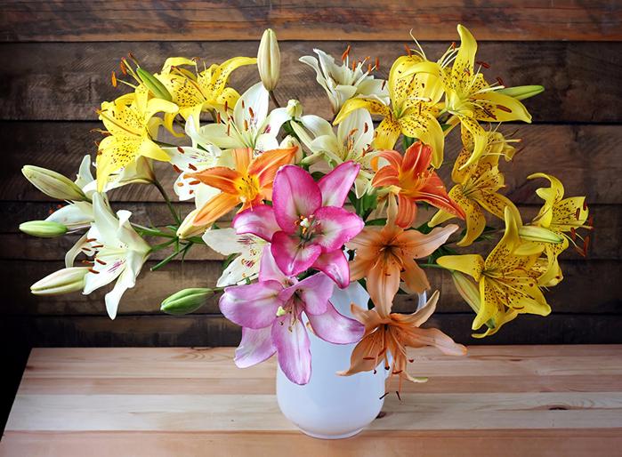 Bouquets_Lilies_Vase_463108 (700x514, 514Kb)