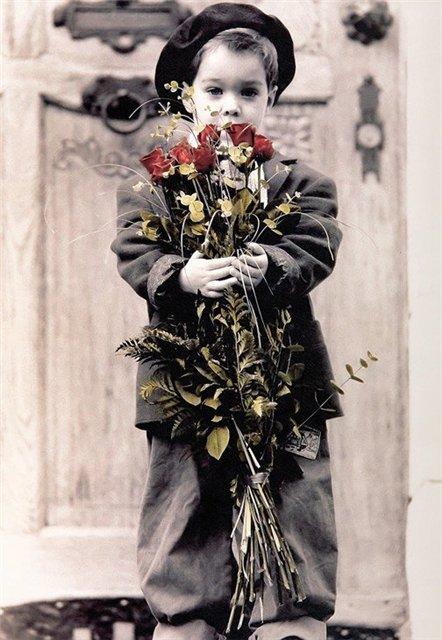 Мальчик с розами (442x640, 68Kb)