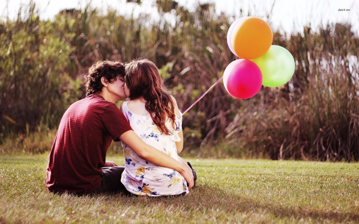 couple-kiss-romance-love-balloon (700x437, 421Kb)