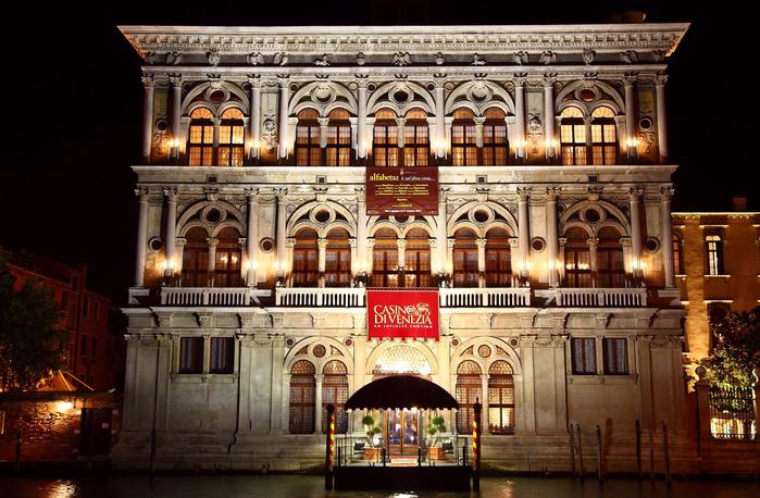Palazzo-Vendramin-Calergi-di-notte (700x458, 453Kb)