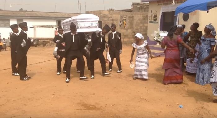 африканские танцы с гробами/4171694_ (700x381, 76Kb)
