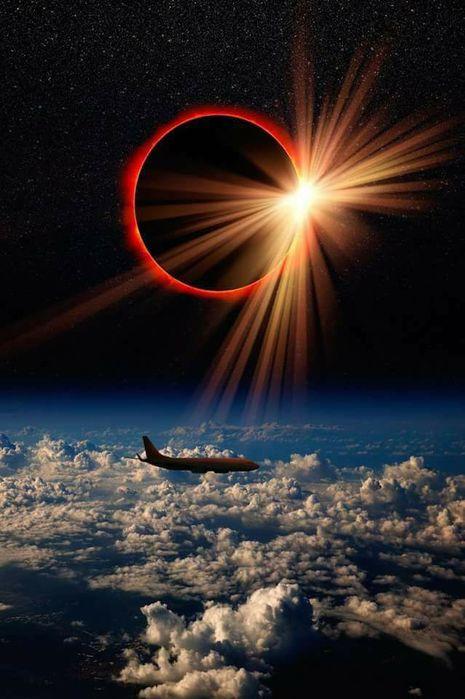 Полное солнечное затмение. Там за облаками. Суперская фотка! (465x700, 54Kb)