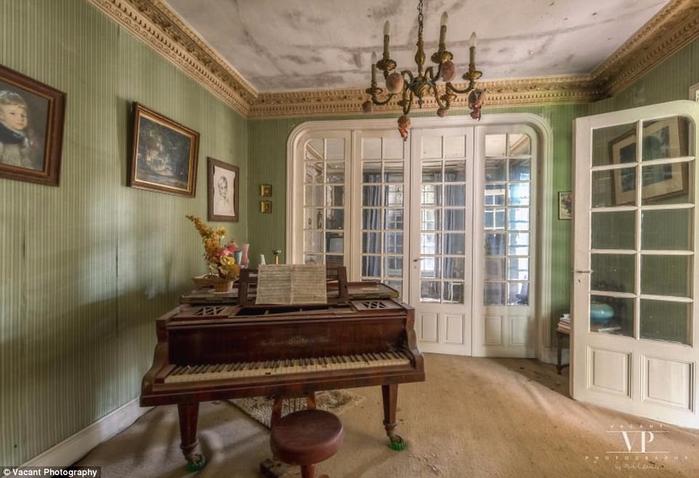 заброшенный дом во франции 4 (700x478, 289Kb)