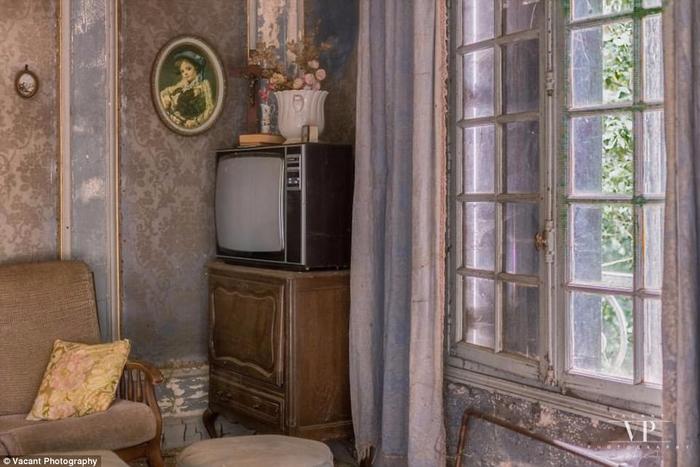 заброшенный дом во франции 6 (700x467, 307Kb)