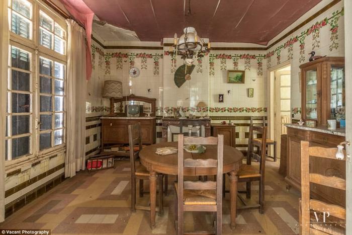 заброшенный дом во франции 8 (700x467, 346Kb)