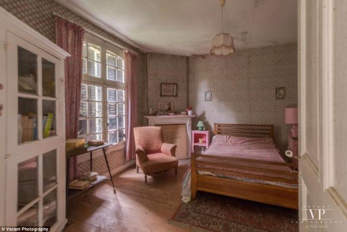 заброшенный дом во франции 10 (700x467, 244Kb)