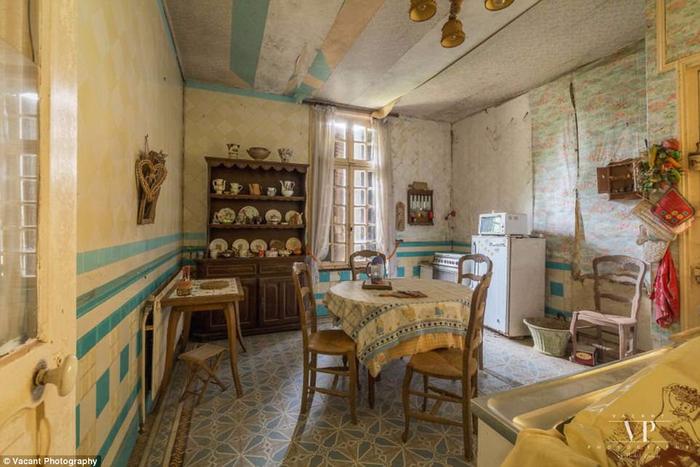 заброшенный дом во франции 12 (700x467, 349Kb)