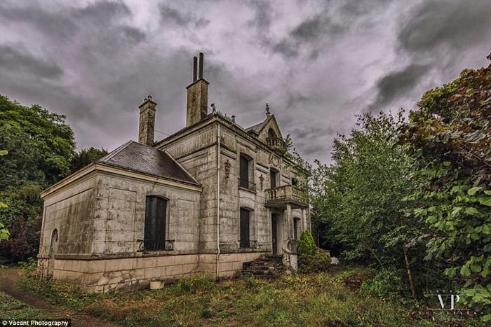 заброшенный дом во франции 15 (700x467, 367Kb)
