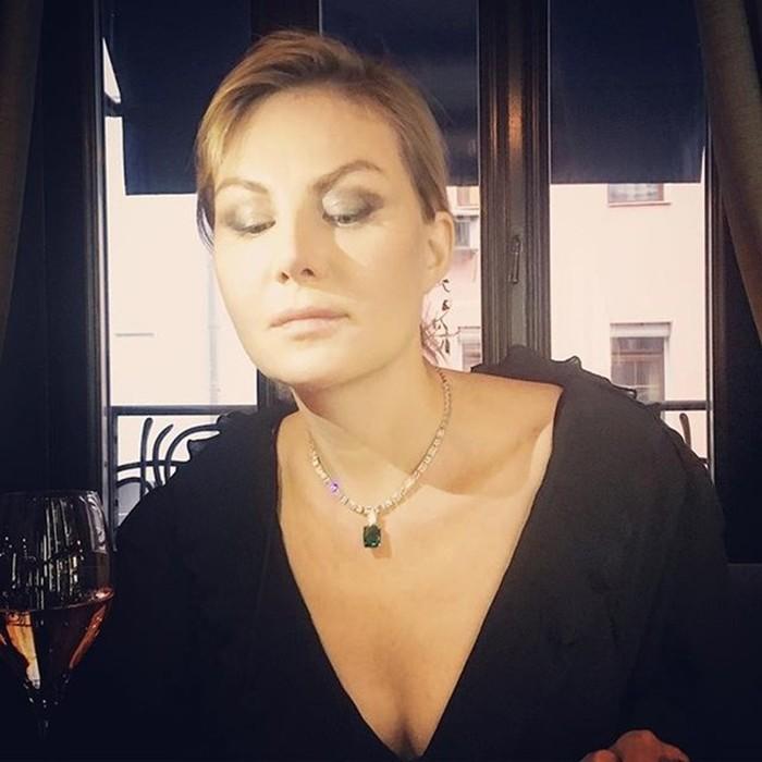 Минимум сна, спортзал и шампанское. 5 правил красоты Ренаты Литвиновой