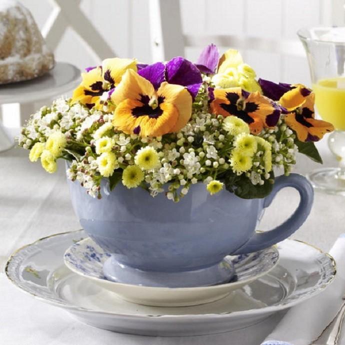 Фото композиций из цветов в чашке