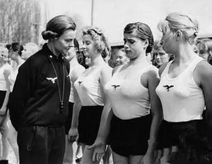 Чему обучали в спецшколах для будущих жен членов НСДАП и СС