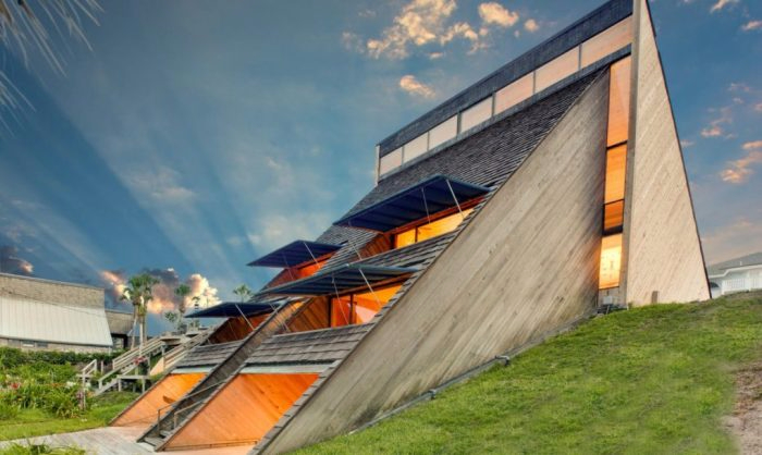 современная архитектура необычный дом 1 (700x418, 213Kb)