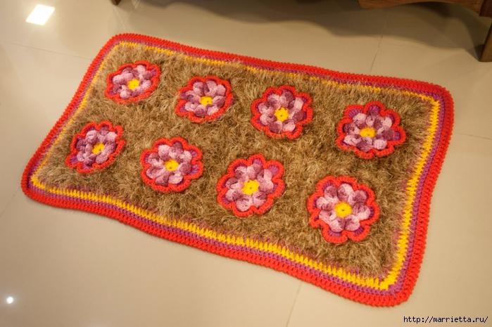 Крючком. Коврик с цветами из пряжи травка (1) (700x465, 266Kb)