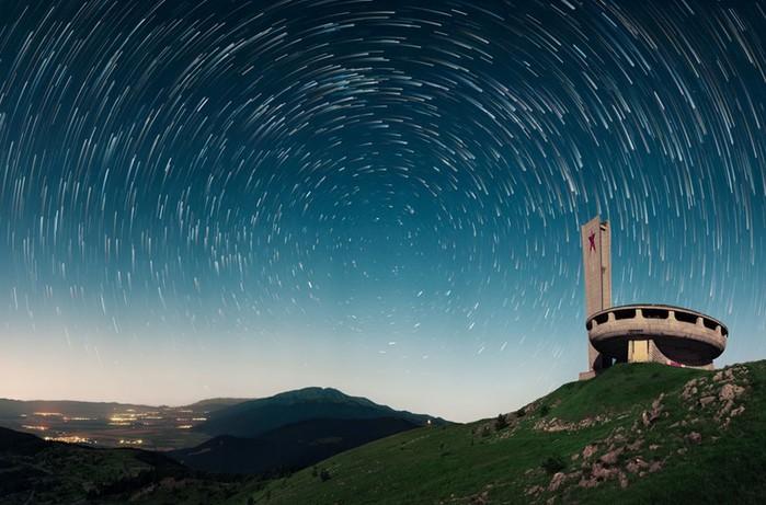 Заброшенный памятник на горе Бузлуджа