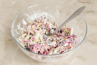 Перемешиваем - салат с баклажанами, яйцами и маринованным луком готов/5177462_salatsbaklazhanamiyaicomimarinovannymlukom59bccd948f0ab (400x267, 36Kb)