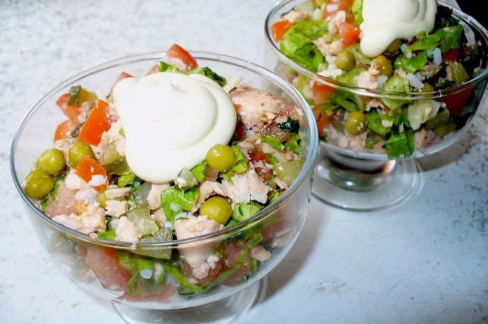 Вкусный салат из рыбы отварной с