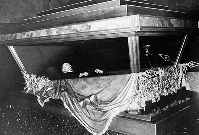 Где изначально планировали похоронить Ленина