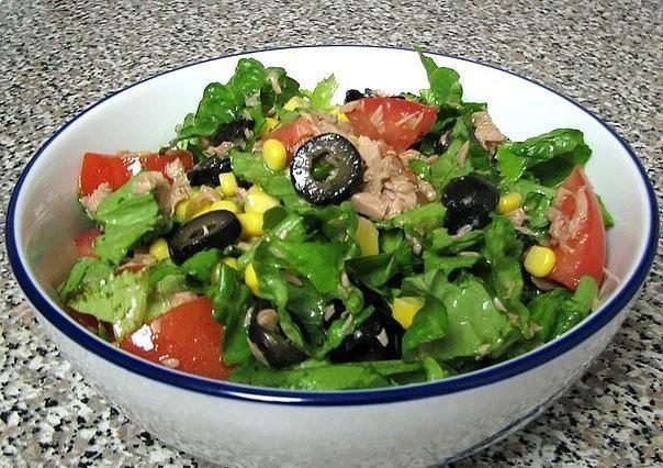 Zelenii_salat_s_tyncom