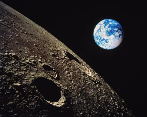 Невероятно, но факт - на Луне обнаружены следы жизни (602x480, 144Kb)