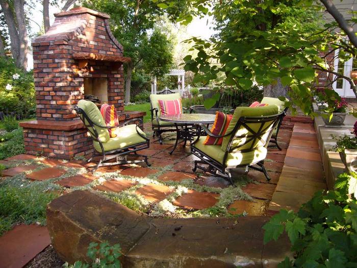 Красивое уютное место в саду8 (700x525, 514Kb)