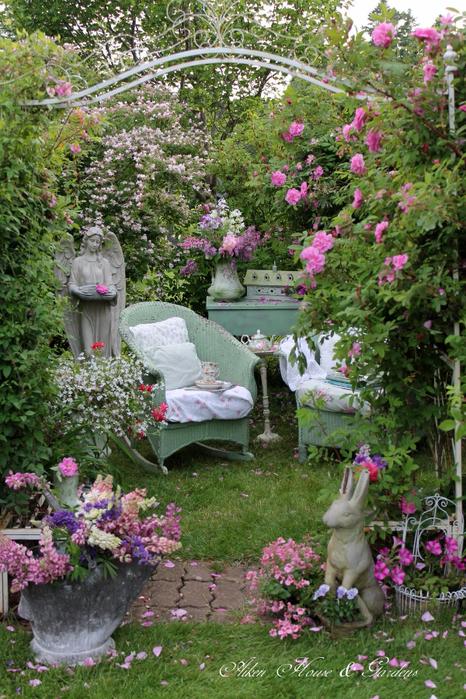 Красивое уютное место в саду12 (466x700, 533Kb)