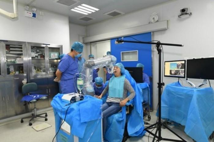 Китайский робот-дантист провел первую имплантацию зубов