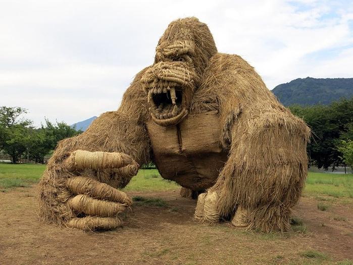 японский фестиваль соломенных скульптур 1 (700x525, 368Kb)