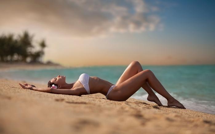 6214893_women_panties_sand_swimsuits_beach_girls_beaches_desktop_1920x1200_hdwallpaper1252848 (700x437, 131Kb)