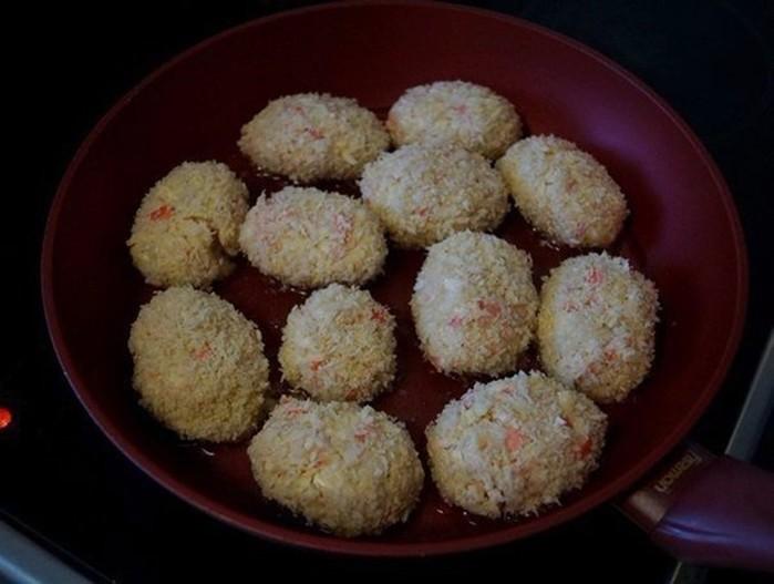 Вкусные котлетки с сыром и крабовыми палочками
