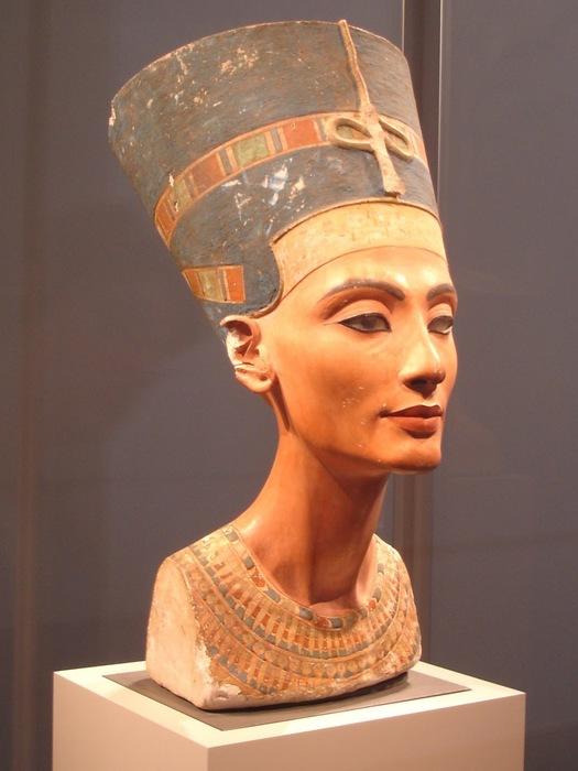 Nefertiti bust 2 (525x700, 79Kb)