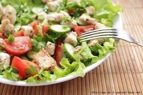 Салат из куриной грудки с маслом