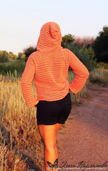 Женский джемпер с капюшоном